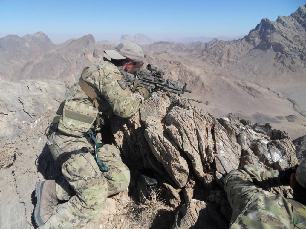 una delle foto più belle che ho trovato  alpino del 4° reggimento alpini  paracadutisti plotone ricognizione 90c9a8c68920